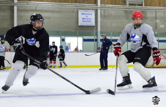Vancouver Hockey School students work on backwards pivots during skating camp backwards ice skating trasitions